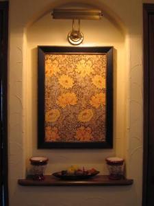 玄関ホール正面には絵が掛けられる程大きなニッチがあります。