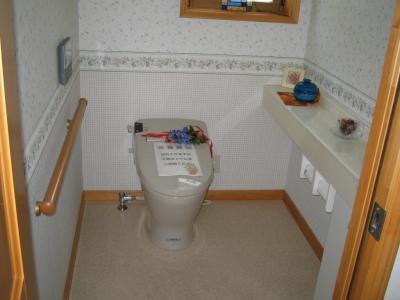 1Fトイレ。広めのトイレで将来への配慮もしています。