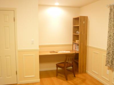 主寝室の一角には書斎スペースもあります。