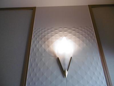 ...装飾性と機能性を併せ持つ「エコカラット」を貼りました。