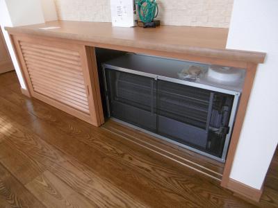 ...床下冷暖房システムの室内機が格納されています。