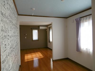 子供室2は奥の主寝室と一体の空間にしました。この部屋の左側の壁には...。