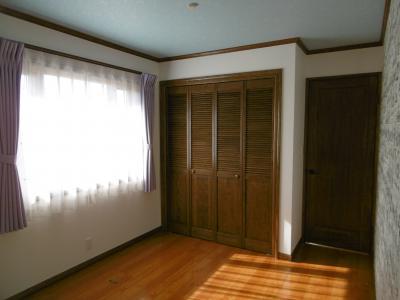 子供室2。こちらも無垢ドアでそろえました。