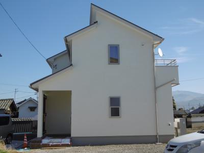 建物西側より。屋根形状を変えたことにより、東側とは異なった雰囲気になりました。