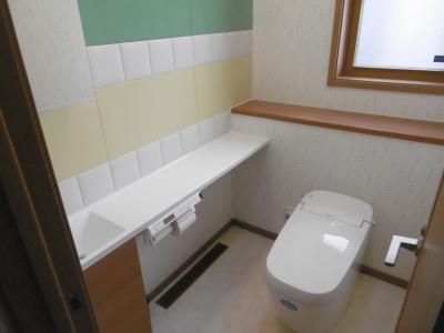 1Fトイレ。左側の壁は...。